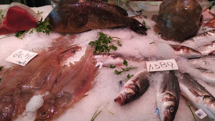 mercat-11-setembre-productes-pescado-y-marisco-angelita-pescado