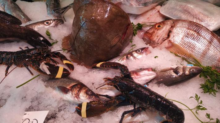 mercat-11-setembre-productes-pescado-y-marisco-angelita